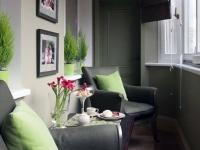 Пастельные тона позволяют создать уютную обстановку на балконе