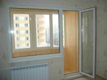 Стеклянная распашная дверь на балкон