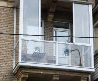 Французское остекление балкона высотного дома
