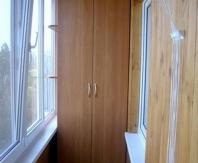 Встроенный распашной шкаф для балкона