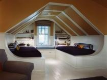 Комната отдыха в современном стиле на мансарде