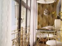 Балкон, обустроенный в классическом стиле
