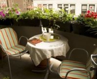 Легкая аллюминевая мебель на ткрытом балконе