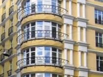 Остекление пластиковыми окнами лоджии полукруглой формы