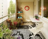 На просторном балконе можно сделать комнату отдыха
