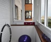 Для того чтобы разместить на балконе спортивные принадлежности нужно совсем немного места