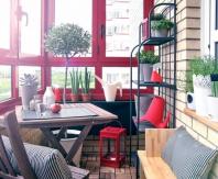 Обеденная зона прекрасно разместится на балконе или лоджии