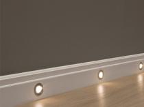 Напольный плинтус белого цвета с подсветкой