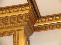 Декоративный потолочный плинтус из полиуретана