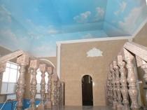 Потолок из гипсокартона с росписью на мансарде
