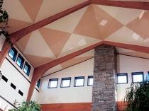 Декоративный натяжной потолок мансарды