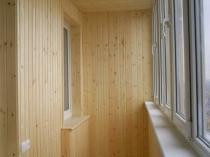 Деревянный потолок на балконе