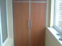 Установка на лоджии вместительного шкафа